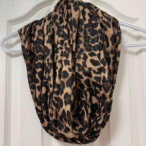 Leopard print infinity scarf 🐆🤎